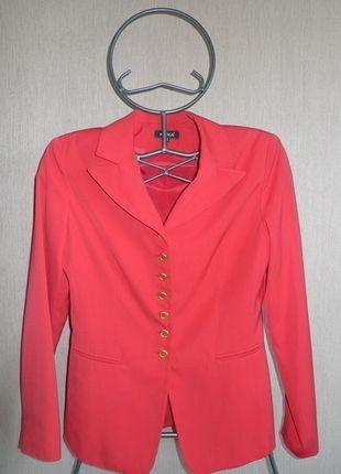 À vendre sur #vintedfrance ! http://www.vinted.fr/mode-femmes/autres-manteaux-and-vestes/23438614-veste-rouge-kookai
