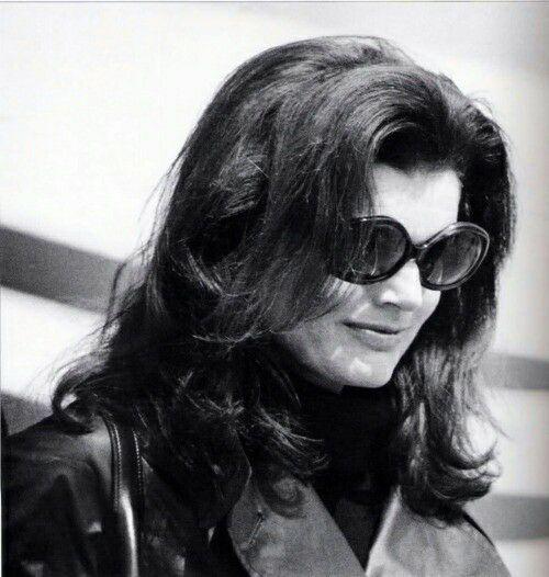 1975: Jackie at Ari's funeral.