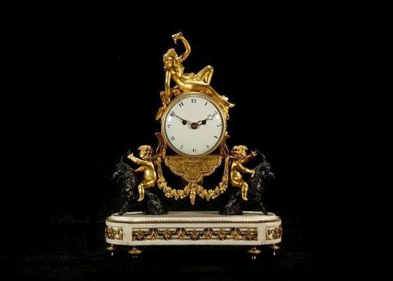 Reloj  LUIS XVI PERIODO dorado y bronce patinado Y NEGRO