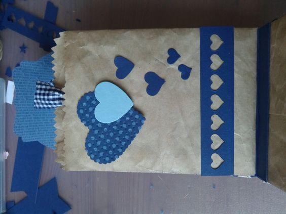 Ein Minialbum aus Tüten mit Ziehharmonikabindung