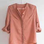 Venue Top - Een losse, casual blouse is onmisbaar in iedere vrouwengarderobe. De eenvoudige halsuitsnijding, blinde knoopsgatsluiting en mouw met optreklus maken van dit ontwerp een zeer verfijnd model. - La Maison Victor