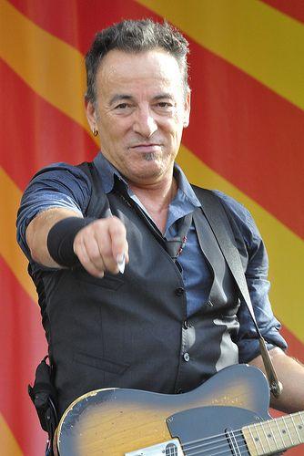 Bruce Springsteen & The E Street Band - New Orleans Jazz & Heritage Festival 2012. Ben bé sembla que tingui la senyera darrera.