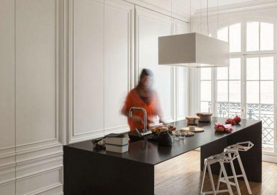 küche schrank versteckt weiße paneele zierprofilen