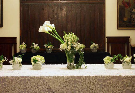 Rangkaian bunga meja panjang