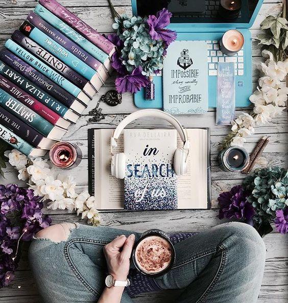 #идеидляфото #книги #наушники #ноутбук #кофе #свечи #цветы