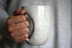 Antique blanc Mug-gant chauffe-mains Mug 12 par JessHunterCeramics