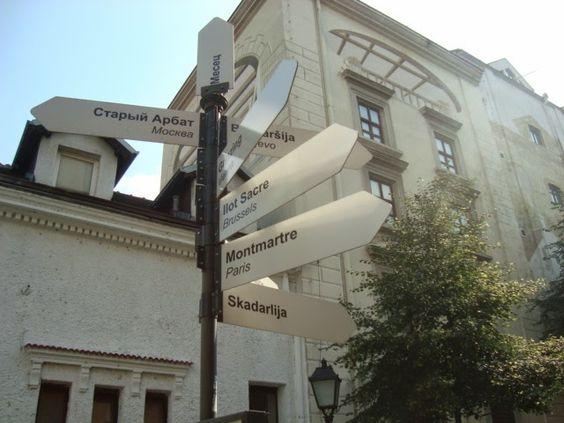 Visitez Belgrade (Виситез Белград): Le Montmartre de Belgrade - La rue Skadarska Tous les quartiers bohèmes européens sont indiqués.