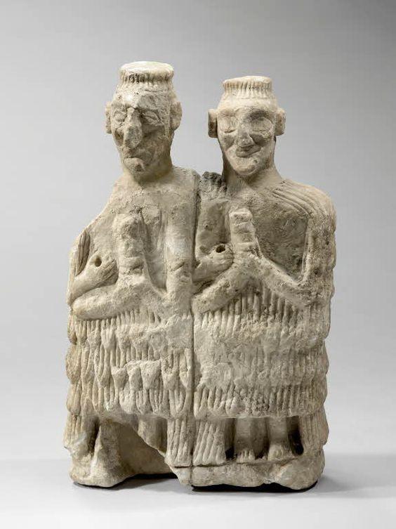 Couple de musiciens Vers 2500 - 2400 avant J.-C. Mari, temple d'Ishtar Albâtre    Site officiel du musée du Louvre