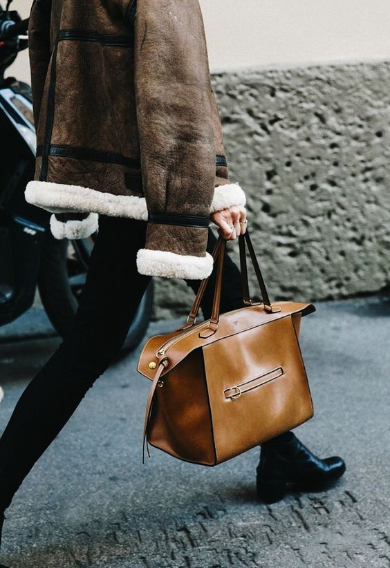 camel-tan-leather-bag-street-style-outfit-details-neutral-oracle-fox
