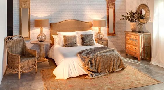 Hotel Elegance | LA SUITE ZEN  La calidez que desprenden los tonos tierra y madera, junto a la alfombra y la manta de pelo, crean un ambiente idílico en el que disfrutar de una plácida noche.