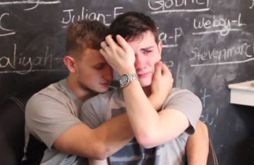 Austin Wallis, was forced out of high school for being gay:( Pls go watch the video.