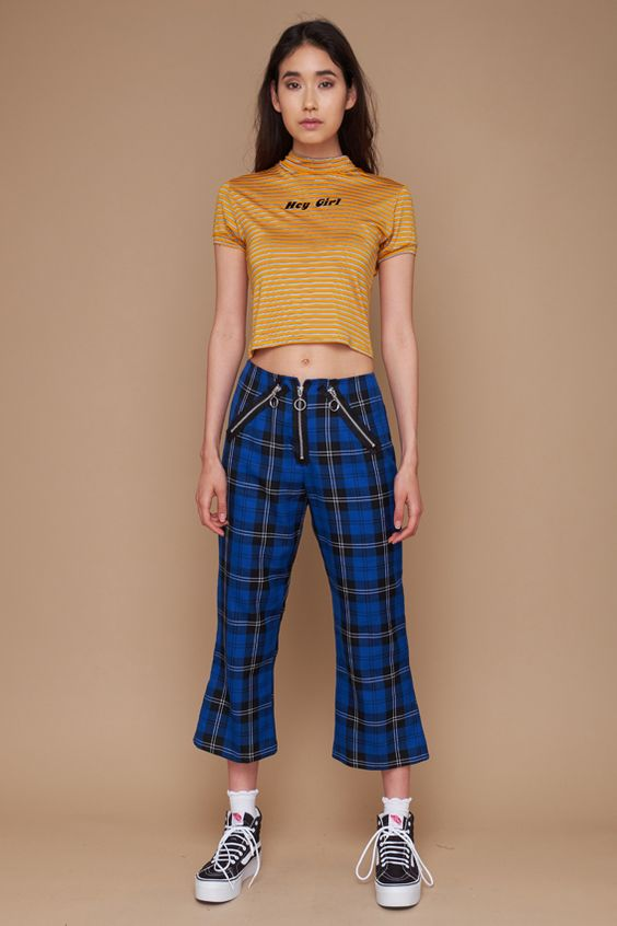 We're hitting on you in the Chat Up Crop. Stripe yellow crop with 'Hey Girl' flock print.  – Winter 17 Collection  – 100%Cotton  – Sizes UK XS, S, M and L  – Model is 5ft 9″ and wearsa size UK S