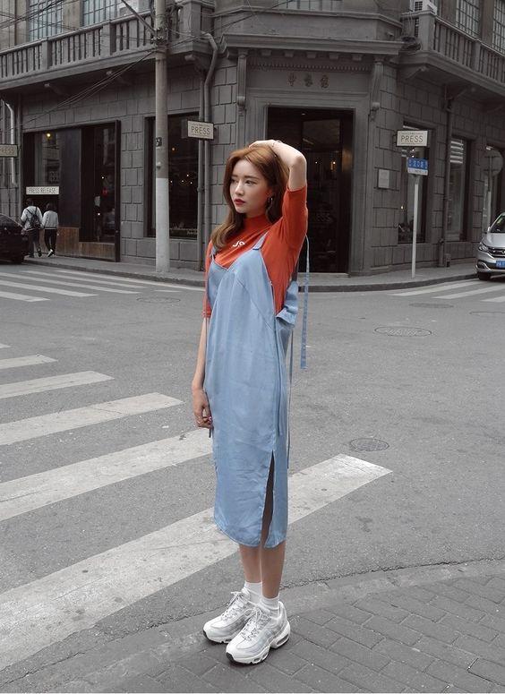 不尴尬的街拍照这样拍 | 女孩们5大【必学的街拍照POSE】,让你从此告别剪刀手!