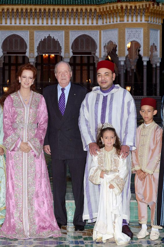 Princess Lalla Salma and King Mohamed VI of Morocco with their children the Princess Lalla Khadija and Crown prince Moulay El Hassan, receiving King Juan Carlos of Spain (2nd Left) for dinner, 15.07. 2013 at the Dar es Salam in Rabat Palace in honor of the official visit of the Iberian Monarch.