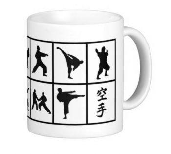 Tasse mit Karatemotiven