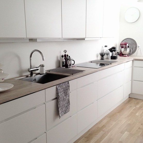 Ikea white kitchens and kitchens on pinterest for Cocinas modernas blancas