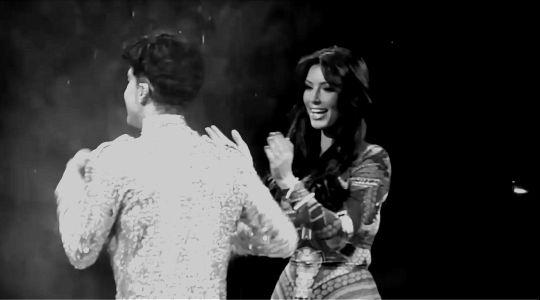 PAISLEY'S PRINCE - Get off the stage!   Prince boots Kim Kardashian...