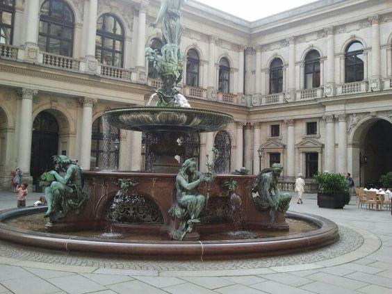 Der Brunnen im Rathausinnenhof