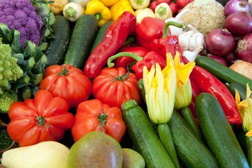 """Vegetarier sind auch Mörder  Wer kein Fleisch isst, weil er Tiere mag, sollte nochmal nachdenken: Beim Anbau von Getreide sterben angeblich 25 mal mehr Lebewesen als bei vernünftiger Tierzucht. Ein Blogger, der das erklärt hat, wird von wütenden Veganern beschimpft. Dabei hat er Recht.  Über Urgeschmack.de, """"Verursachen Vegetarier mehr Blutvergießen als Fleischesser?"""""""