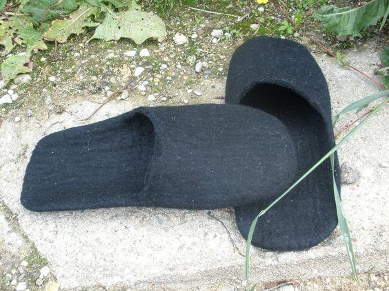 www.littlewoollysheep.com Handmade / felt slippers BLACK WINGS