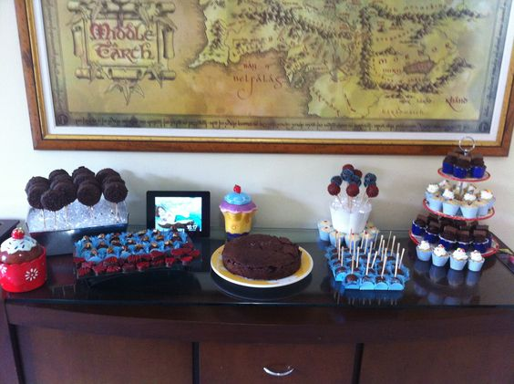 Mesa pronta aniversario de adulto bolos pinterest - Espejos de mesa baratos ...