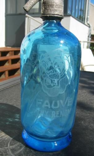 FRENCH-SELTZER-BOTTLE-BLUE-and-TWISTED-showing-a-head-of-lion-1920s-039