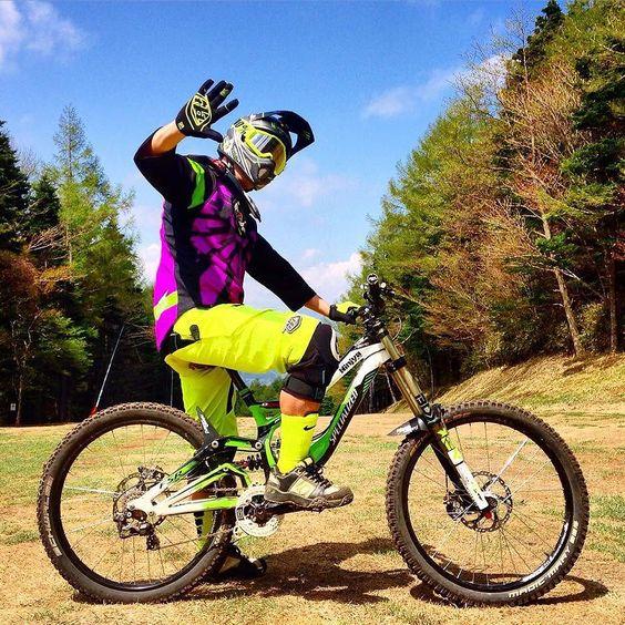 still love my bike my demo8 soooo cool  I don't need new it  #specialized #demo8 #26aintdead #tld #troyleedesigns #schwalbe #gravitylab #nukeproof #fiveten #ride100percent #rideordie #ridemylife by sitora666