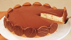 Creme: 250 g de margarina180 g de açúcar refinada600 ml de creme de leite sem soro80 ml de leite condensado Base: 200g de biscoito maizena Cobertura: 200 g de chocolate meio amargo1 lata de creme d…