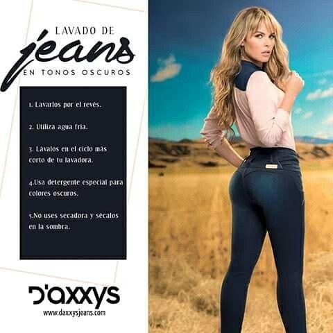 Para el cuidado de tus jeans oscuros: sumerge la prenda en una cubeta con agua y una taza de sal para lograr sellar el color y mantenerlo intacto.