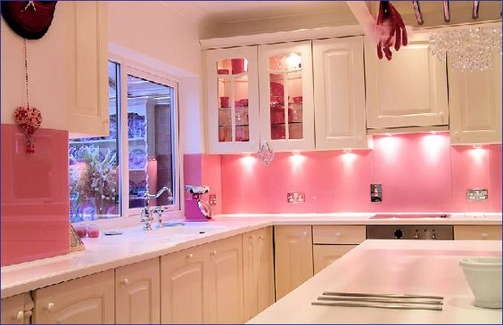 I'm obsessed with Pink...so obviously, it would be amazing to have a pink kitchen!: