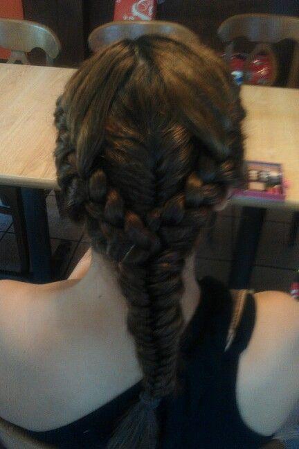 Peinado creado por Grecia Estrada:) Le quedo hermoso!!