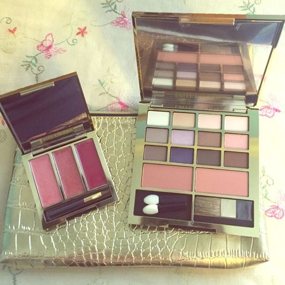 Estée Lauder Eyeshadow Blush & Lip Gloss Kit Brand new Estée Lauder pure color gloss, eyeshadow, & blush. Comes with gorgeous golden makeup pouch! Would be willing to split up the set if you only wanted one and not the other. Perfect for gifting :) Estee Lauder Makeup Eyeshadow