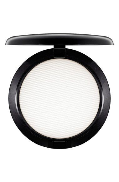 Mac finishing powder is the perfect makeup product for normal to oily skin!