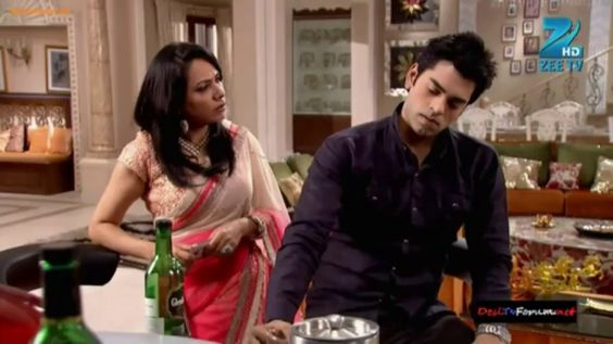 Ek Mutthi Aasmaan - 2nd December 2013 - Full Episode - Video Zindoro http://www.zindoro.com/video/2013/12/02/ek-mutthi-aasmaan-2nd-december-2013-full-episode/