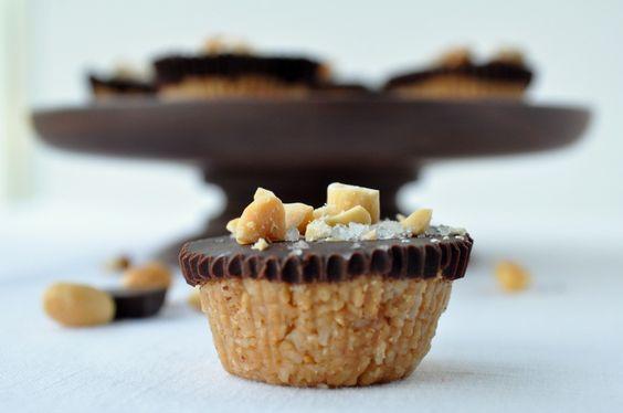 Dark Chocolate Peanut Butter Cups |www.flavourandsavour.com #gluten-free #refined-sugar free #dairy-free