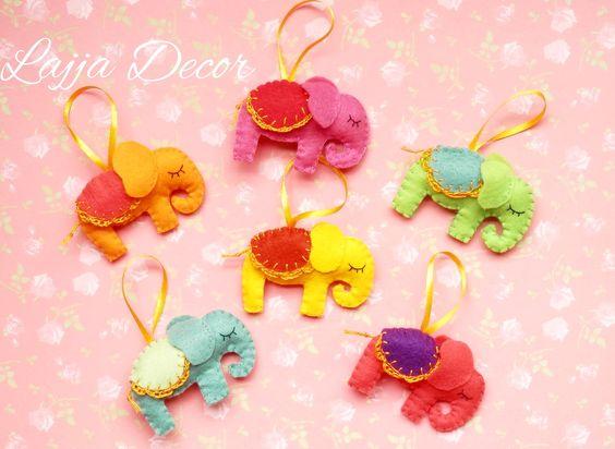Lembrancinhas de elefantinhos feito a mão em feltro. Pode ser feito em diversas cores. <br>Vão embalados individualmente! <br> <br>Perfeito para sua festa infantil!