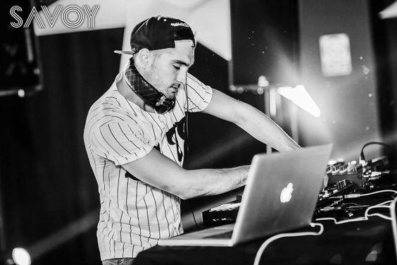 Tom se apresentando como DJ na Savoy Junior Cert Party, em Cork, Irlanda #CoberturaTWBR
