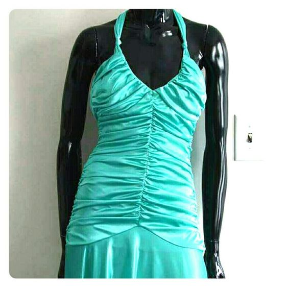 Turquoise Prom/formal dress! Turquoise Prom / formal dress! In excellent condition! only worn once! Very form fitting, and flattering for any body type! WINDSOR Dresses