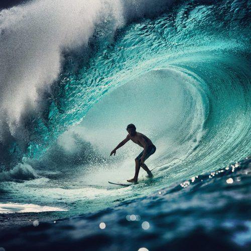 ダアイナミックな波とサーフィン