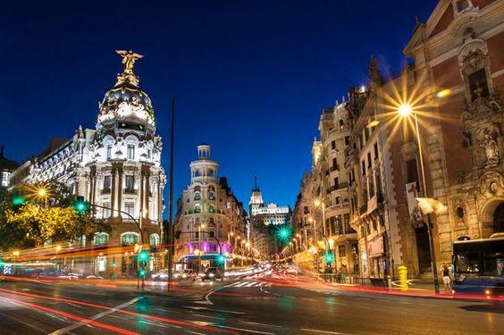 Wann reist man am besten nach Madrid? Im #Frühling. Dann sind die #Ferienwohnungen günstig und die Stadt strotzt vor Lebensfreude.