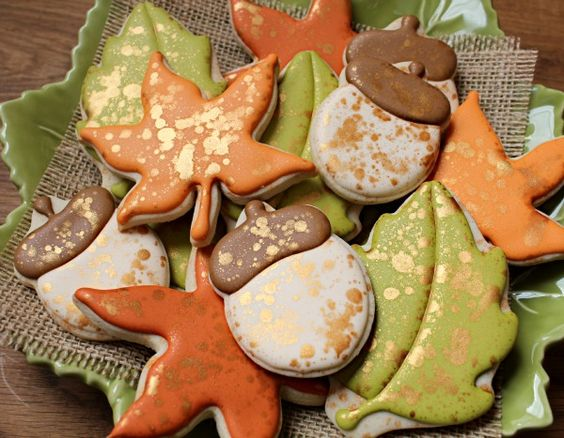 Simple Autumn Cookies--love the gold accents. Maybe part of a Thanksgiving centerpiece?