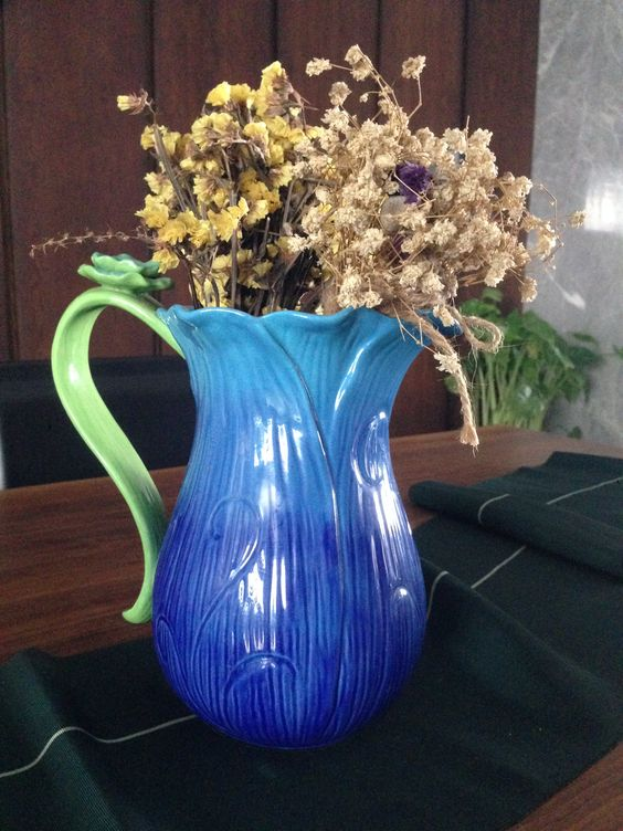 Vase designed like a flower