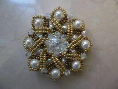 Ciondolo Sunny day di Dolce Perlato, realizzato con perle, rocailles, e cristalli swarovski. Dolce Perlato's Sunny day pendant. link tutorial: https://www.youtube.com/watch?v=G0nJw-SstcE&list=UUg2iEzVi6d_z_sUGzysj41g