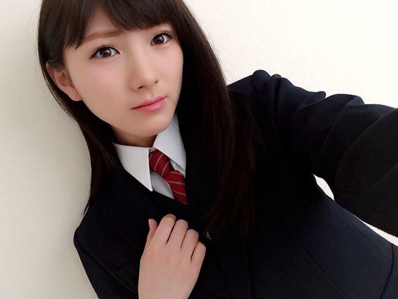 制服の岡田奈々