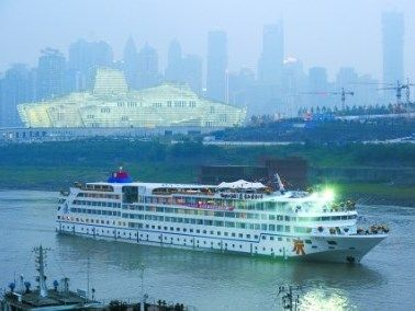 The three-day Yangtze River cruising from Chongqing to Yichang are best known in the world.