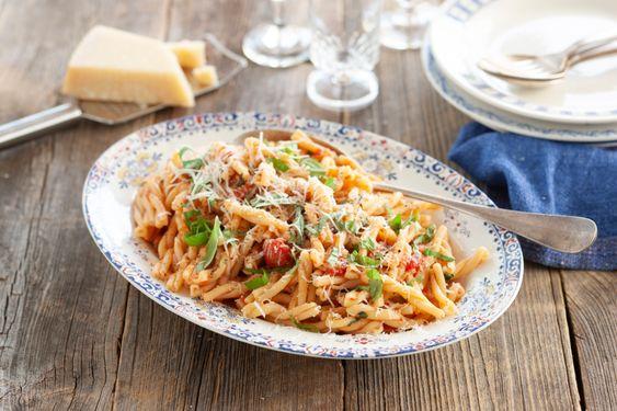 Pasta Strozzapreti Med Italiensk Tomatsas Recept I 2020 Recept