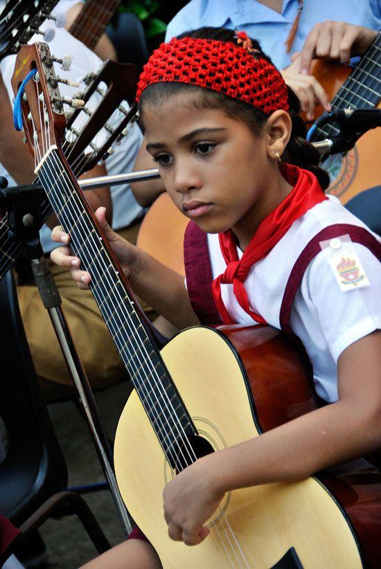 Cuba en Fotos » Blog Archive » Cuba: Estrenan hoy la pañoleta azul más de 100 mil niños cubanos