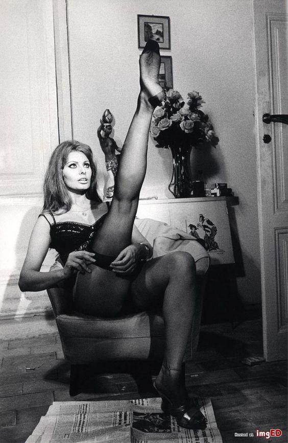kobiety-w-ponczochach-retro-zdjecia-1.jpg (736×1133)