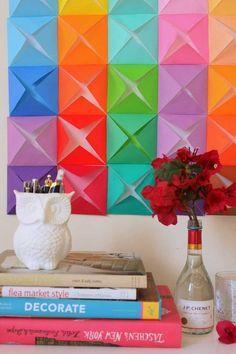 Parede de dobraduras. | 30 jeitos de decorar sua casa como você nunca imaginou (e com apenas R$10)