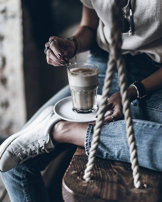 Most jöhet a koffein